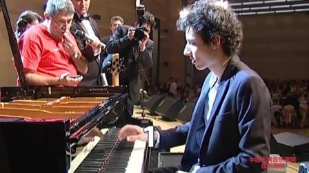 音乐无界: 演奏最快的钢琴家Bence Peter打破世界记录现场视频!