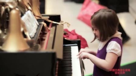 音乐无界: 钢琴自带演奏系统, 竟然还有人与它合奏, 太好听了