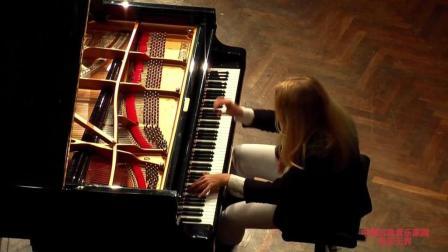 """音乐无界: 意大利钢琴家瓦伦蒂娜演奏贝多芬的""""月光""""奏鸣曲"""