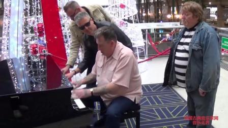 音乐无界: 巴黎火车站五人在公共钢琴合奏, 这么多人配合也能如此默契!