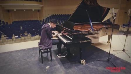 音乐无界: 演奏最快的钢琴家Peter Bence演奏速度挑战, 超精彩!
