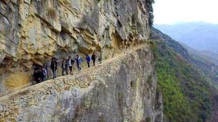 大地飞客: 人间奇迹! 山民耗时36年, 在悬崖上凿出绝壁水渠
