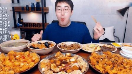 大胃MBRO吃5人餐外卖, 吃完不过瘾还得再吃点泡面!