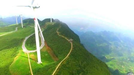 大地飞客: 贵州的大草原就是不一样, 旁边就是万丈悬崖!