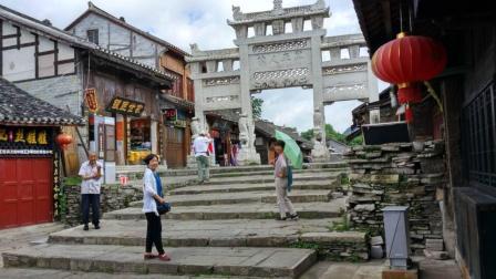 贵州一个全部用石头建成的古镇, 四种宗教在这里共存共融!