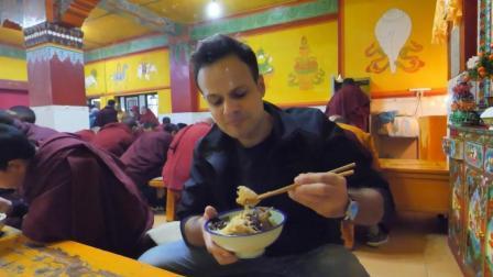 吃货老外在西藏, 去寺庙吃了一顿饭, 让我们见识了喇嘛平常吃什么
