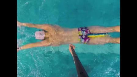 蝶泳打水手部动作方法