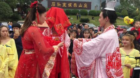 邵阳伢子穿古装抬花轿迎娶美女 引市民狂拍