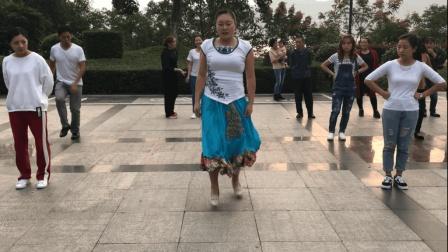 花裙女子鬼步舞《女人没有错》节奏感很强, 跳的好过瘾, 你会跳?