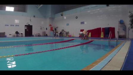 自游泳跳跃入水, 配上赌神的音乐好有感觉
