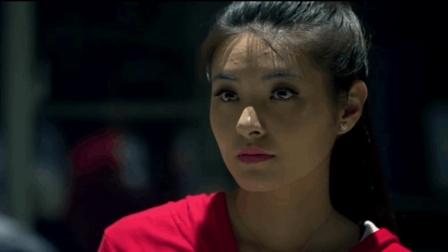 加油站小妹不信邪身穿红色套装, 午夜时分各种恐怖事件纷纷降临