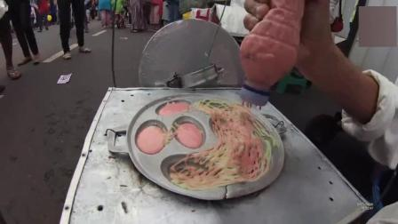 大爷这煎饼做了多少年了, 铝锅都烧个大裂口, 名副其实的传统小吃