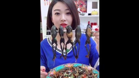 美女用大酱焖了锅小蛤蟆, 吃起来真烂糊! 美食界小吃货