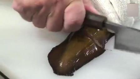 日本大厨处理鳗鱼还要用电钻, 抽出来的那条是啥