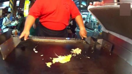 台湾高雄六合夜市铁板炒饭哥, 炒饭一绝, 酷酷的样子很可爱