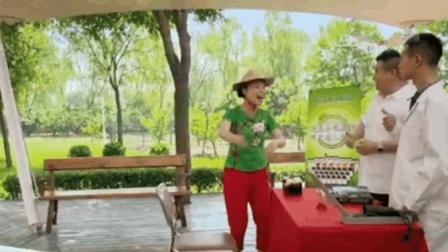 草帽姐不但靠唱歌挣钱, 还给卖保健用品的当托儿