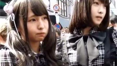 日本大街上穿着女仆装的美女
