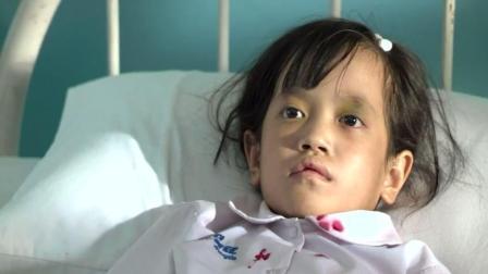 两分钟速放泰国恐怖片《变鬼3.1》可怜妹被同学推下楼梯化作厉鬼开始报复