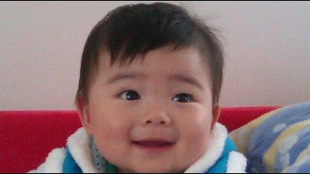 【16个月大】10-7哈哈在家打电话玩夹子CIMG0175