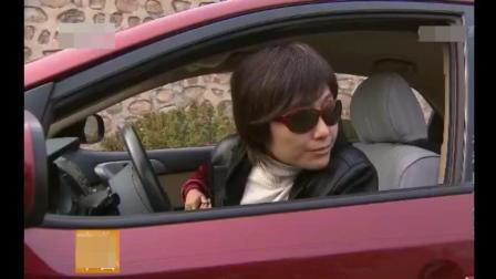 女司机嫌草帽姐事多, 死活不拉她了