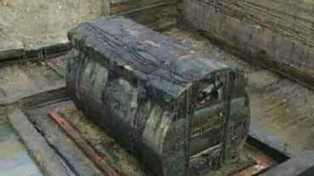 农民工挖出个木棺材, 撬开一看终身难忘, 连国家考古队都惊动了