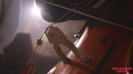 音乐无界: 酷音乐团与千人大合唱合作圣诞歌曲, 旋律超感人!