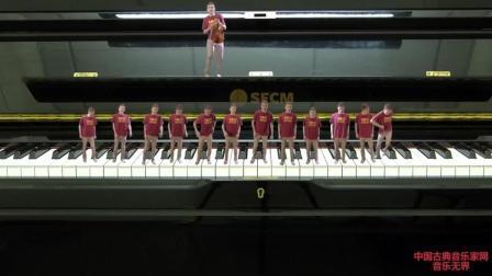 音乐无界: 13个小人钢琴跳动演奏《生日快乐》歌, 欢快又好听!