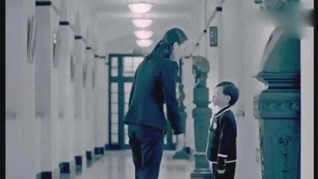 7岁小男孩被老师罚站竟跑到高年级班霸气答题, 原来是天才