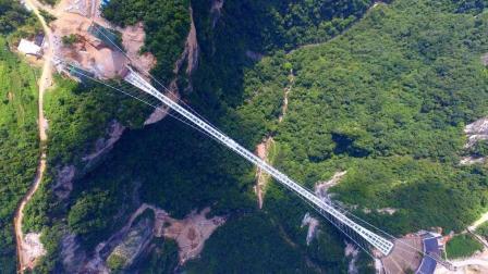 中国建造世界最高深山峡谷玻璃桥, 直入云霄!