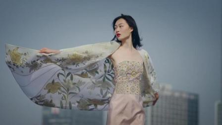 东方气质美女, 身着华美缂丝服装如纱罗般轻盈, 最终被美哭!
