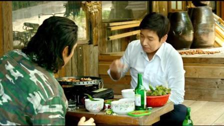 看韩国人吃铁板烤肉, 喝烧酒, 青椒直接蘸酱吃, 好有食欲!