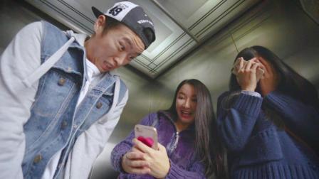 男子在电梯里被人脱了裤子, 太尴尬了