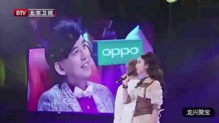 陈赫这是什么表情? 台上的两个人唱的太好, 你在吃醋吗?