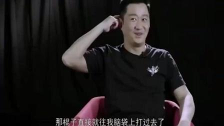 马云转身一棍子打在吴京头上, 吓得首富连说对不起