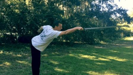 外国大叔熟练掌握了武当太极剑, 这剑法在国外公园练起来绝对拉轰