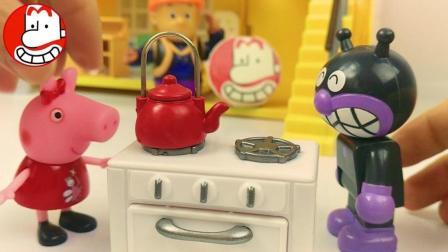 面包超人和小猪佩奇的厨房 本和霍利玩具爱闹大叔