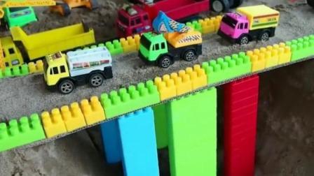 汽车总动员之认识工程汽车玩具动画视频44