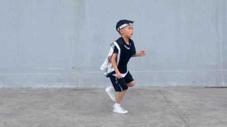 让小姐姐看男孩跳街舞 小孩跳街舞
