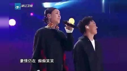 中国新歌声4位导师演唱《沧海一声笑》, 不愧是导师!