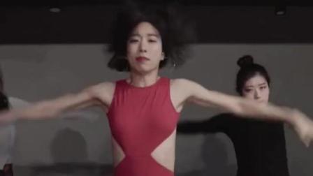 美女爵士柔舞