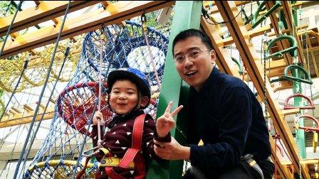 【6岁半】12-25哈哈跟爸爸圣诞节玩勇敢者道路,溜索滑下来IMG_4901