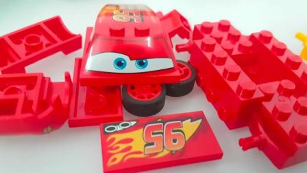 赛车总动员的小赛车和朋友爱玩雪战