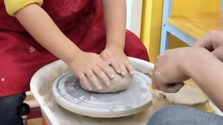 【6岁半】1-10哈哈跟妈妈做陶器DIY,第二步圆盘成型IMG_5068