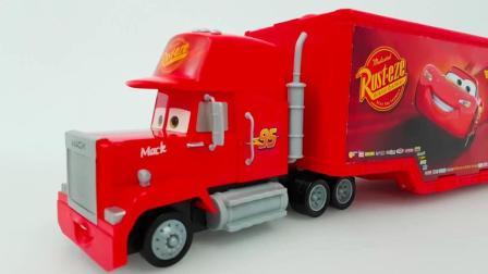 赛车总动员的运输车带着小赛车去旅行