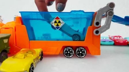 赛车总动员的闪电侠麦昆和好朋友爱洗澡