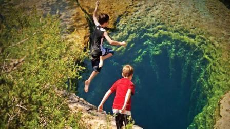 澳大利亚最危险的水潭, 随时可能被海水冲走, 游客却争先往下跳