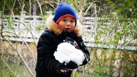 【6岁半】1-25哈哈拿着小竹篮装雪,做雪球打雪仗VID_202458