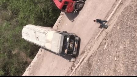 中国老司机, 罐车司机悬崖边调头半个车身几乎悬空