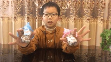 """试吃奶瓶装的""""石头糖"""", 外观看起来太逼真了, 真的有点不敢吃"""
