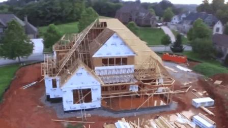 美国佬自建实木别墅, 听说可以抗8级地震, 有这么厉害吗?